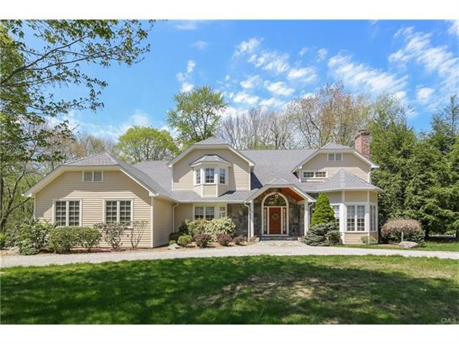 6 Dover Circle, Newtown, CT 06470