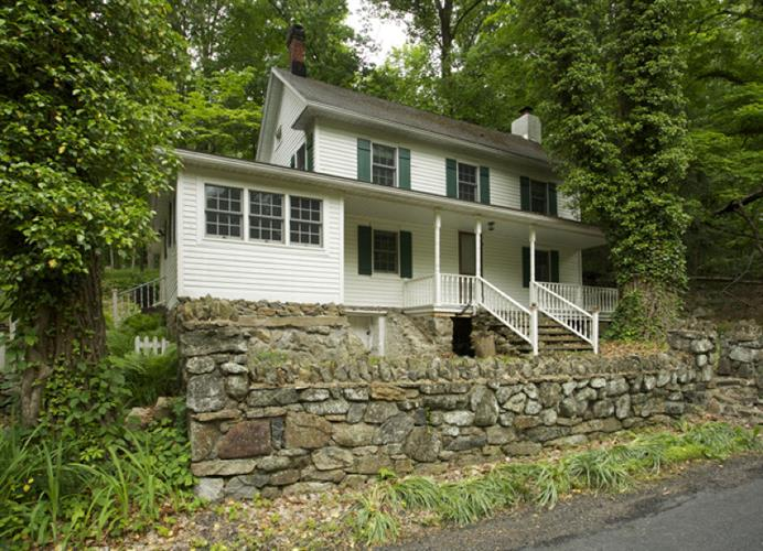 18 Longview Rd, Tewksbury Twp, NJ 08833