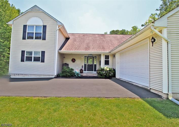 191 Church Rd, Holland Township, NJ 08848