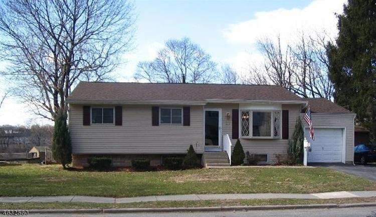 27 Mitchell Rd, Hackettstown, NJ 07840