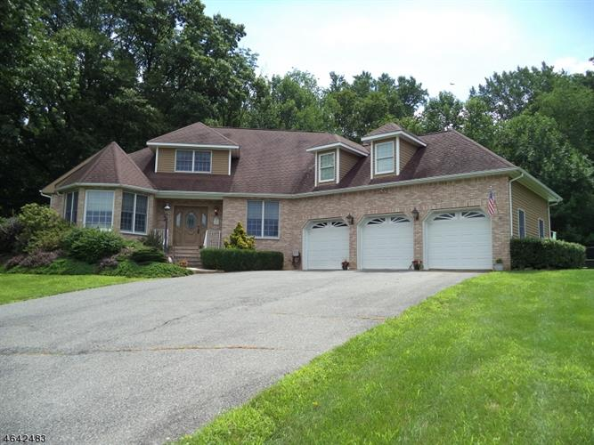97 Forge Hill Rd, Lebanon Twp, NJ 08826