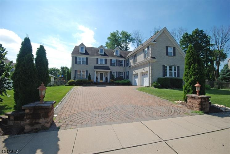 20 Colts Run Rd, Franklin Twp, NJ 08540