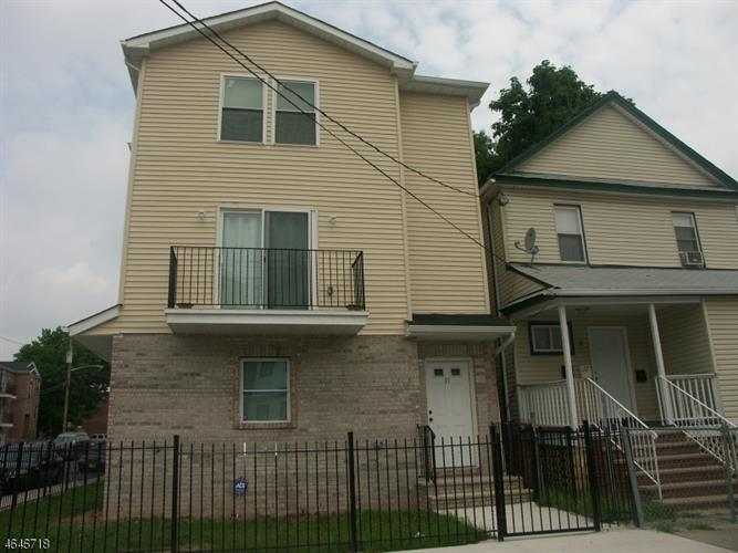 17 WILLOUGHBY ST, Newark, NJ 07112