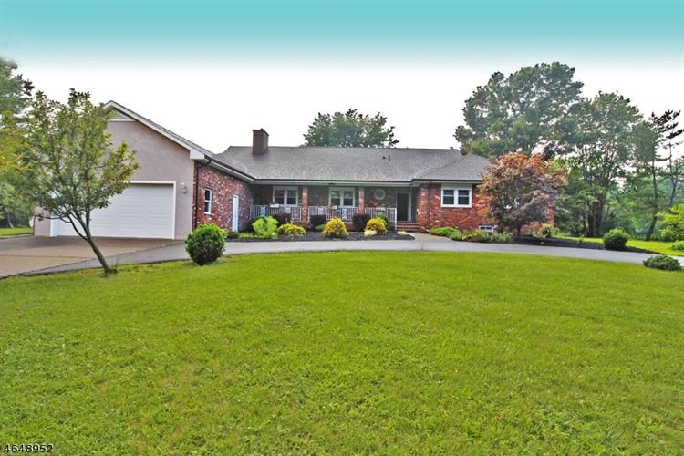 5 Hampton Rd, Kingwood Twp., NJ 08867