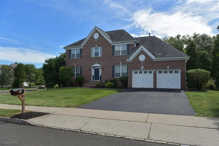 12 Stone House Dr, Readington Twp, NJ 08889