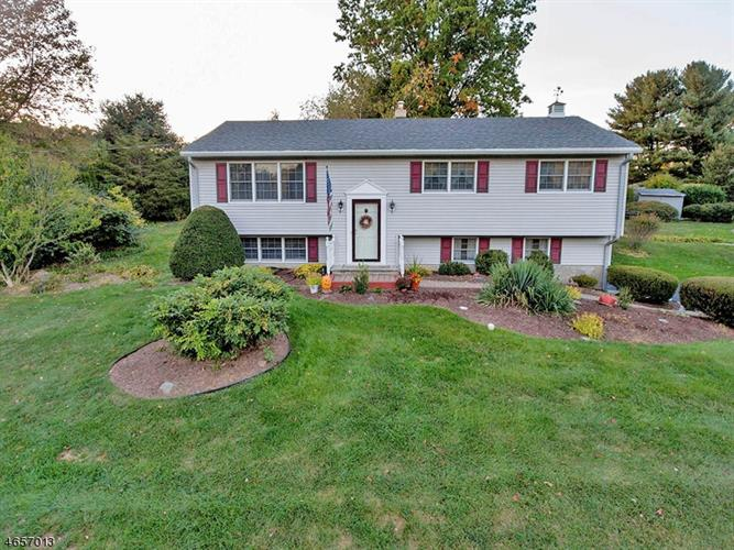 9 Courtland Dr, Wantage Twp, NJ 07461