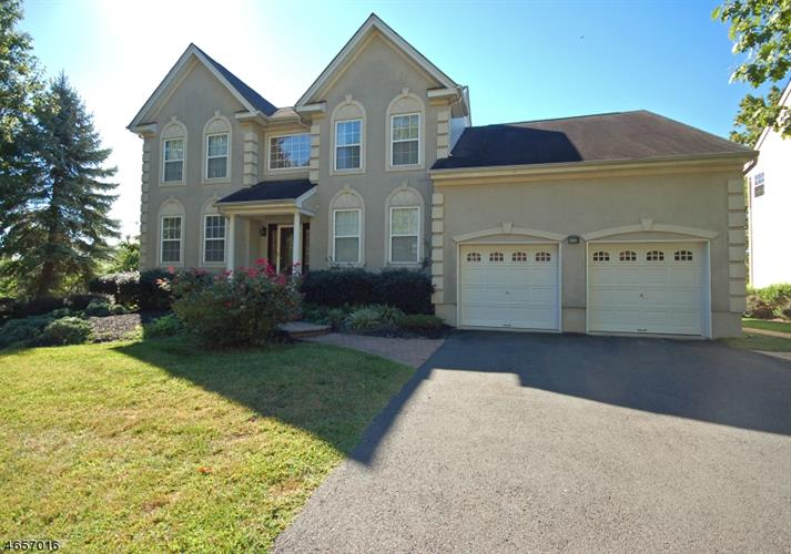 1 Woodfield Ct, Franklin Twp, NJ 08540