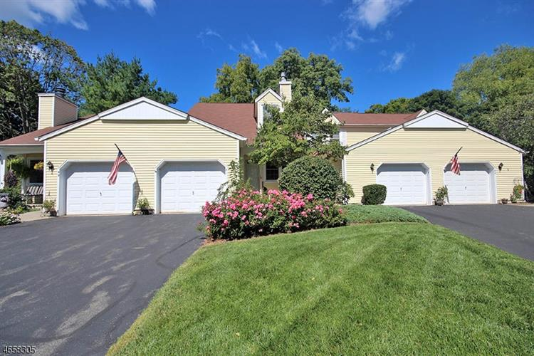 51 Carriage Ln, Newton, NJ 07860