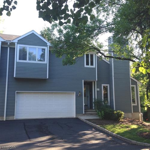 47 Meadowview Ln, Berkeley Heights, NJ 07922