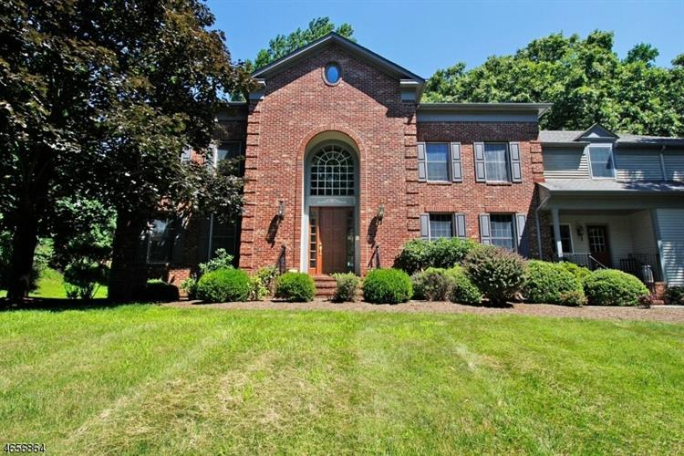 13 Beacon Hill Dr, Chester Twp, NJ 07930