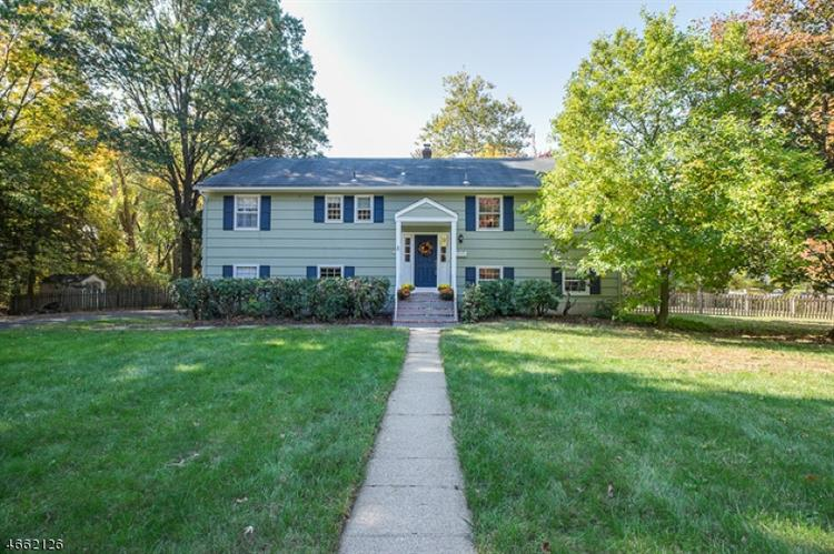 28 Bromleigh Way, Morris Township, NJ 07950