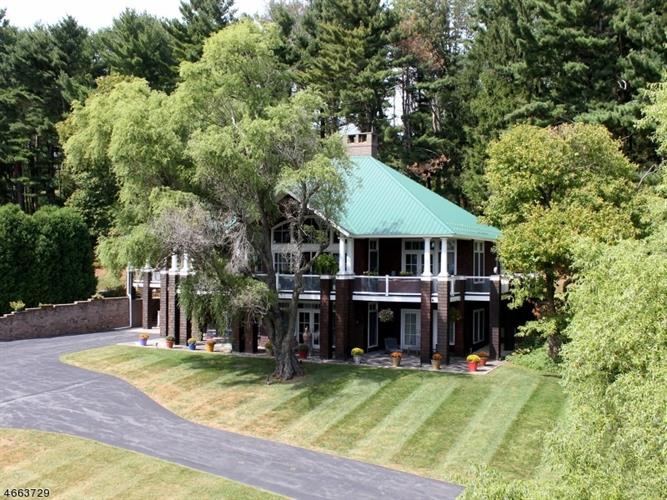201 Lows Hollow Rd, Lopatcong, NJ 08886