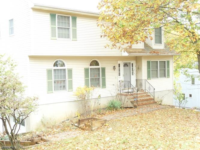 528 NARITICONG AVE, Hopatcong, NJ 07843