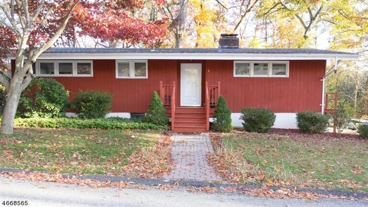 9 Indian Ter, Sparta, NJ 07871