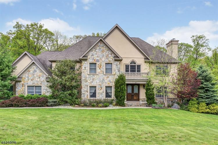 27 Strawberry Ln, Warren, NJ 07059