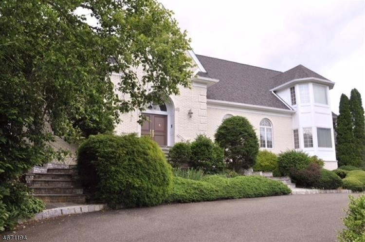 7 Glenview Dr., Watchung, NJ 07069