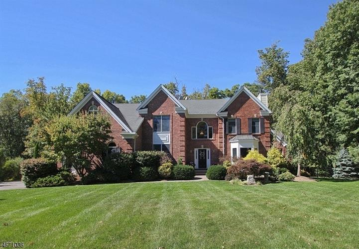 4 Kingsbrook Ct, Randolph, NJ 07945
