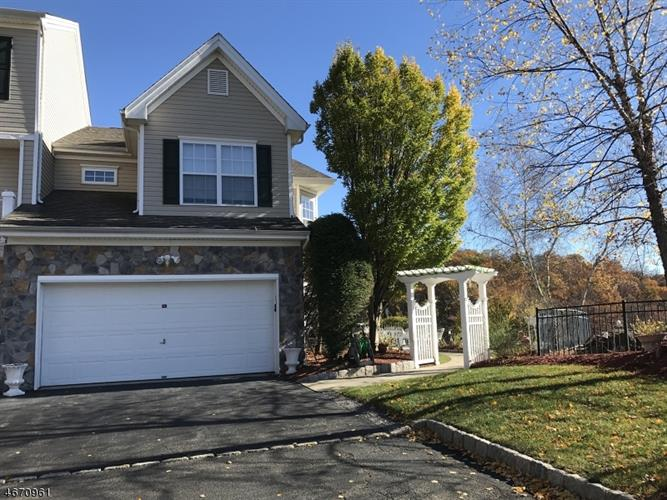 23 Ridge Ct, Pompton Lakes, NJ 07442