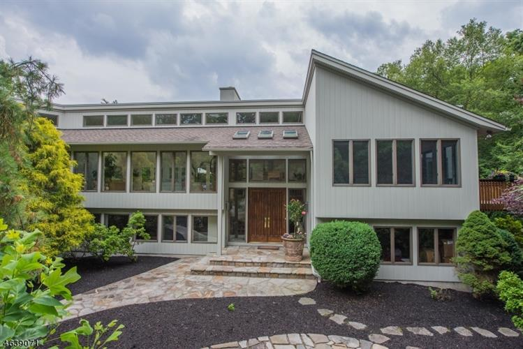 18 Red Oak Ln, Kinnelon, NJ 07405