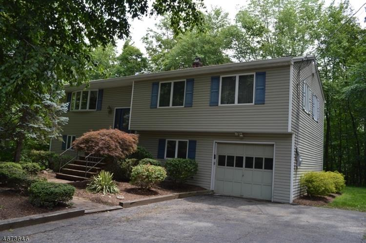 35 Reality Dr, Kinnelon, NJ 07405
