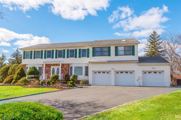 1 Yellow Brick Rd, Wayne, NJ 07470