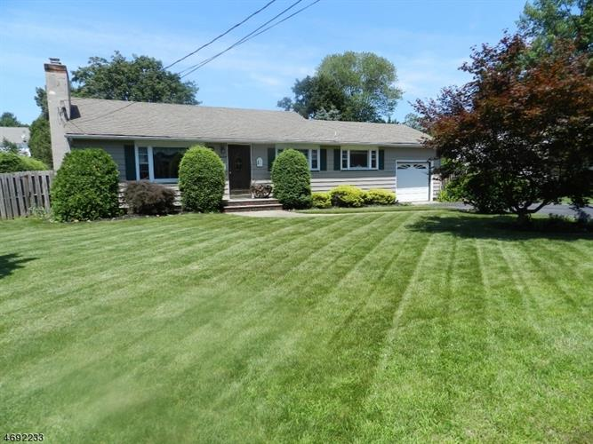 12 Lincoln Ave, Pequannock, NJ 07444