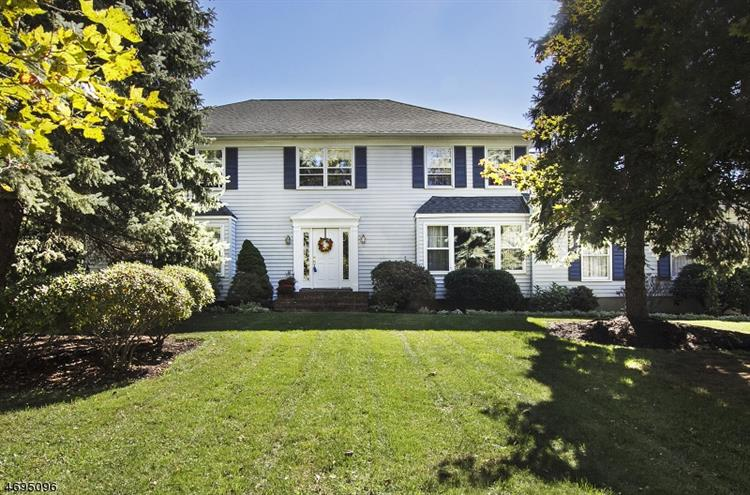 12 Cambridge Dr, Washington Township, NJ 07853