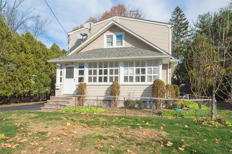 10 Ward Ave, Wyckoff, NJ 07481
