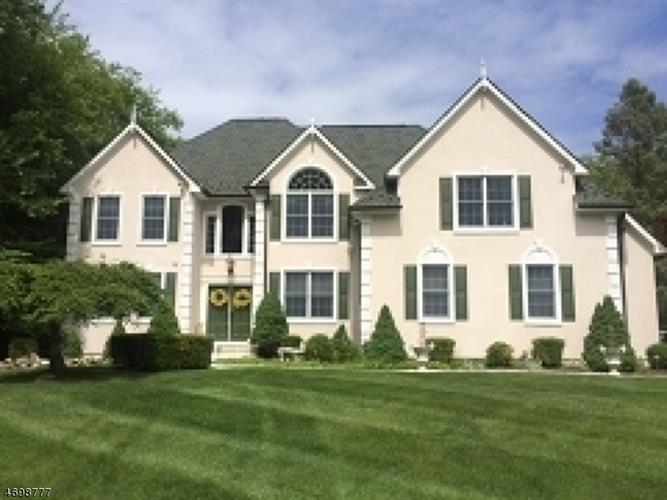 35 Farmbrook Rd, Sparta, NJ 07871