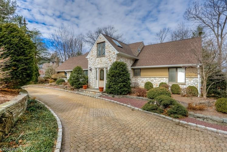 141 Summit Rd, Florham Park, NJ 07932