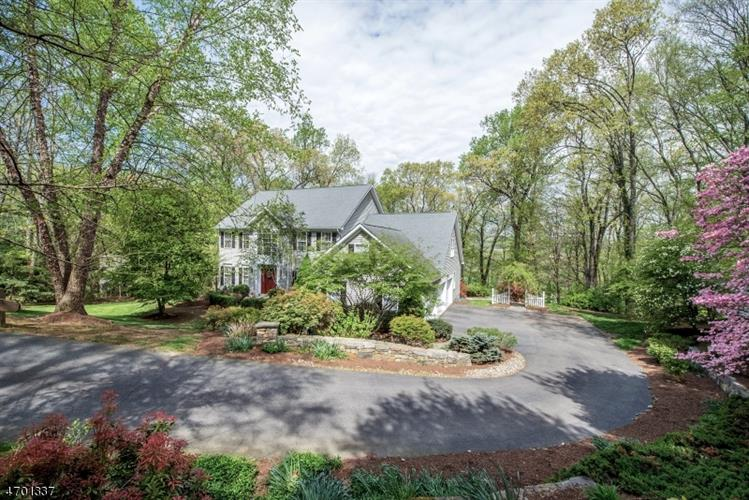 31 Cromwell Dr, Chester, NJ 07930