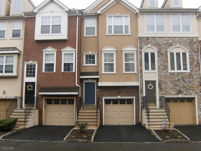 54 Devonshire Dr, Clifton, NJ 07013