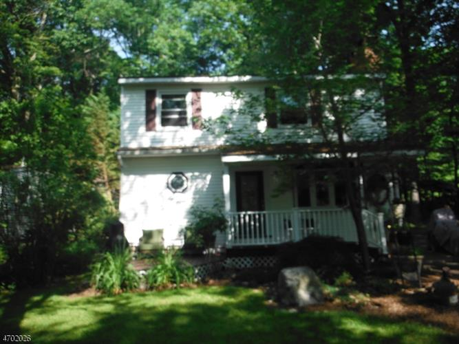 950 Plymouth Lake Dr, Stillwater, NJ 07860