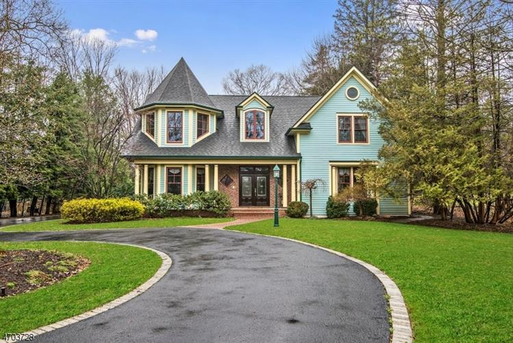 15 Lower Cross Rd, Saddle River, NJ 07458