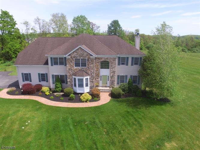 55 Forge Hill Rd, Lebanon Twp, NJ 08826