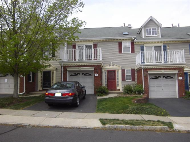 22 TOPAZ DR, Franklin Twp, NJ 08823