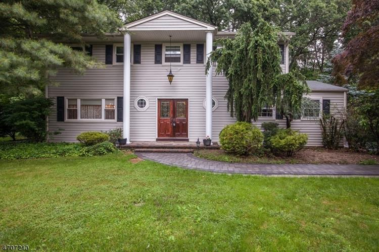 10 BRISTOL CT, East Brunswick, NJ 08816