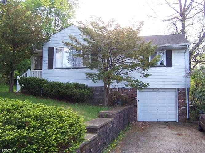 24 grandview ave lincoln park nj 07035 mls 3382199 for The pointe at lincoln park