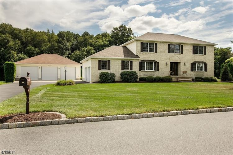 53 Highland Rd, INDEPENDENCE TW, NJ 07840