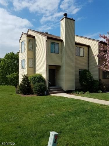16 Lake Ct, Raritan Township, NJ 08822