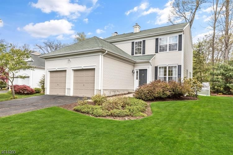 16 Indian Spring Dr, Jefferson Township, NJ 07438