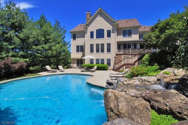2 Sunshine Ln, Livingston, NJ 07039