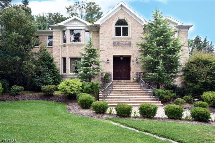 28 Holly Dr, Short Hills, NJ 07078
