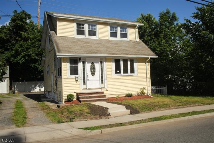 25 Dick St, Bergenfield, NJ 07621
