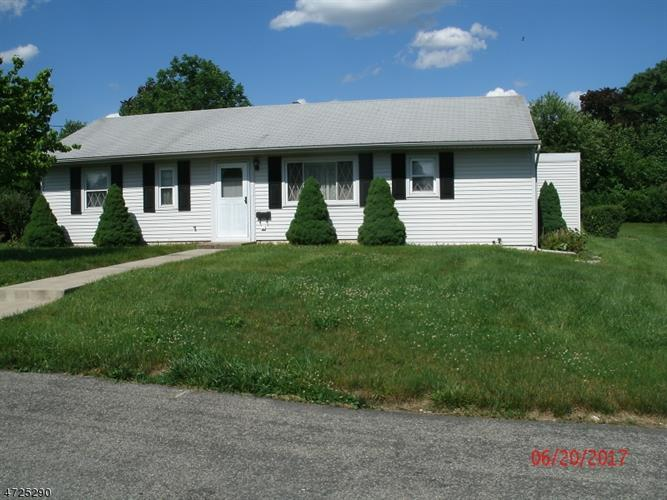 429 Pershing Ave, Pohatcong Township, NJ 08865