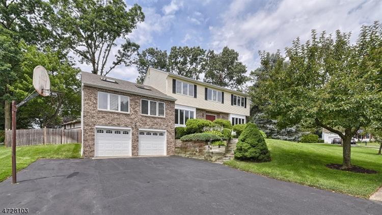2 Timberline Dr, Wayne, NJ 07470