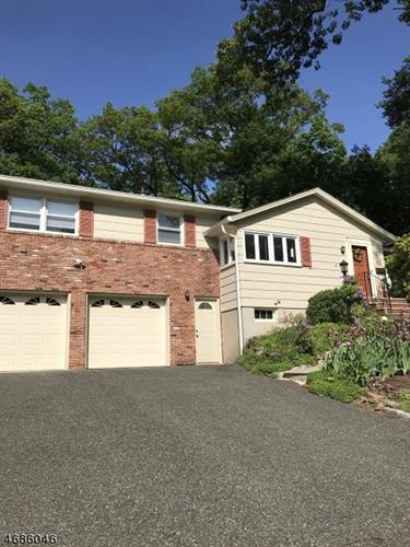 116 Berkshire Dr, Berkeley Heights, NJ 07922