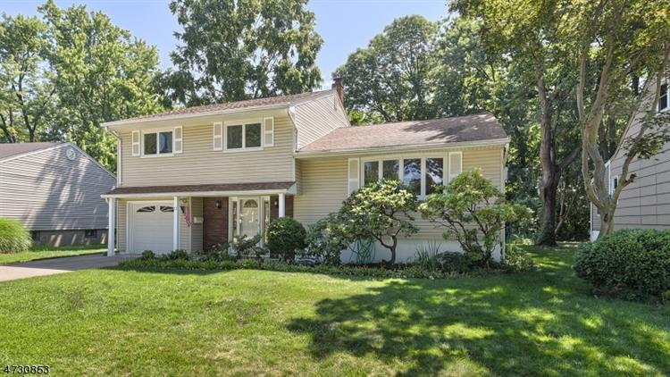 51 Hearthstone Rd, Bloomfield, NJ 07003
