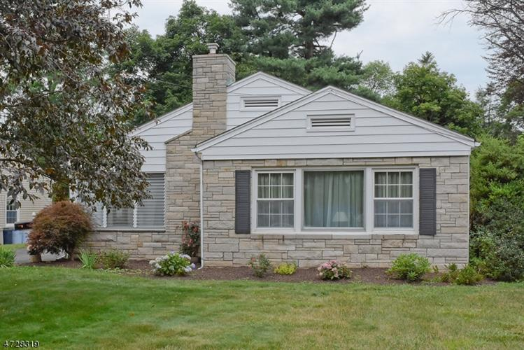 40 Stiles Ave, Morris Plains, NJ 07950