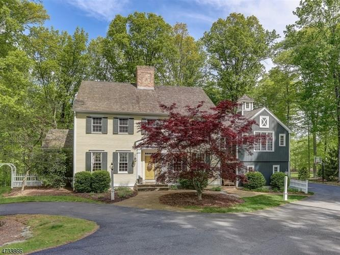 10 Red Oak Row, Chester, NJ 07930